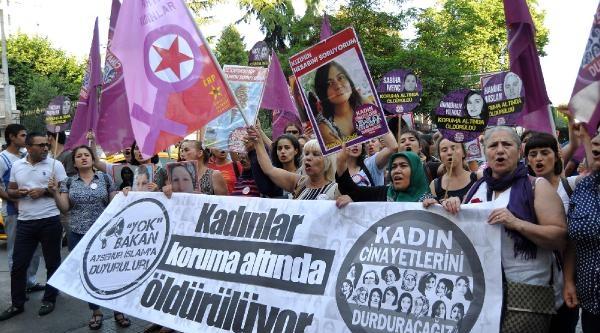 Beyoğlu'nda Kadın Cinayetleri Protesto Edildi