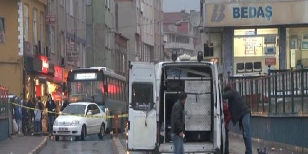 Beyoğlu'Ndaki Şüpheli Pankart Polisi Alarma Geçirdi