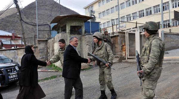 Beytüşşebap'ta Bdp'lilerden Askerlere 'iyi Nöbetler' Dileği