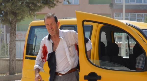 Bıçaklanarak Yaralandı Taksiyle Hastaneye Gitti