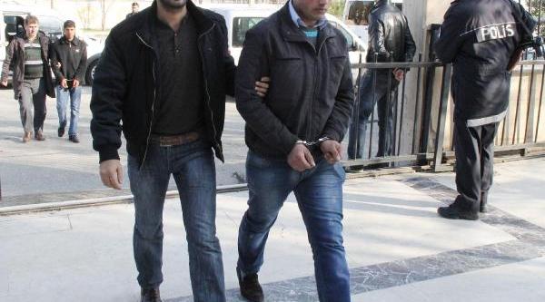 Biçakli Kavgaya Karişan 6 Kişi Gözaltina Alindi
