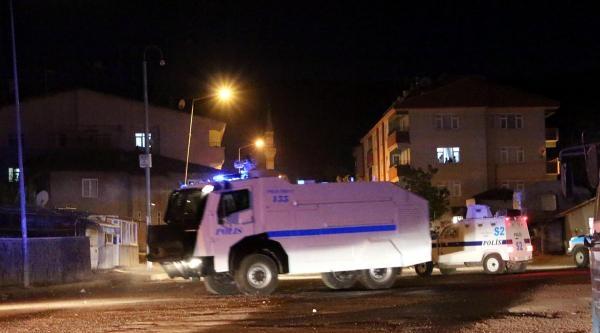 Bingöl'de Yol Kapatan Göstericilere Polis Müdahalesi