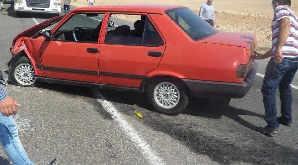 Birecik'te İki Otomobil Çarpişti: 5 Yaralı