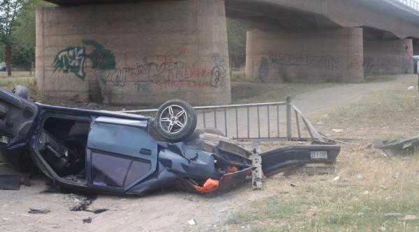 Birecik'te Otomobil Köprüden Devrildi: 1 Yaralı