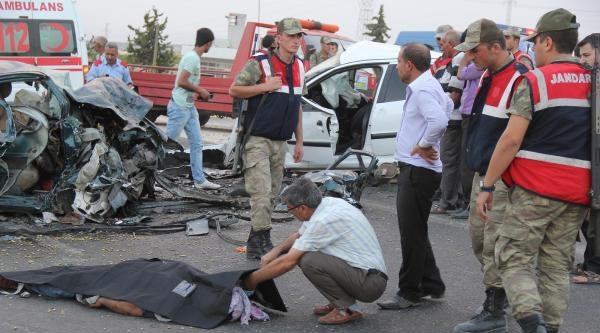 Birecik'teki Kazada Biri Polis Memuru 2 Ölü, 4 Yaralı