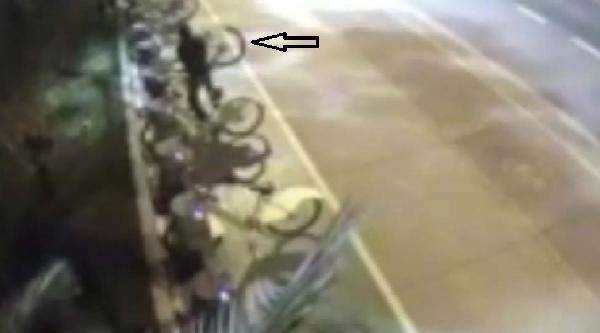 Bisiklet Hırsızları Güvenlik Kamerasında