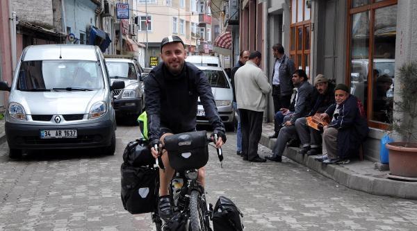 Bisikletiyle Gittiği Ülkelerde Mimarlık Dersi Veriyor