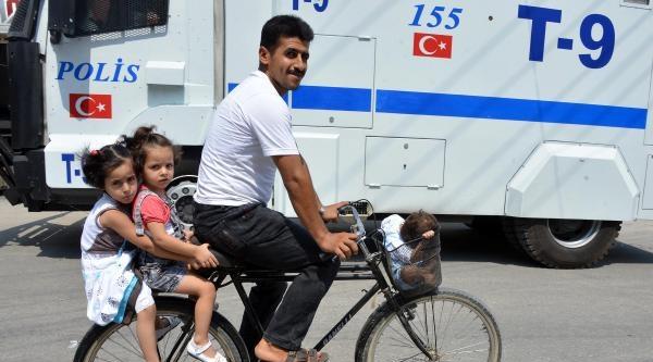 Bisikletli Tehlikeli Yolculuk
