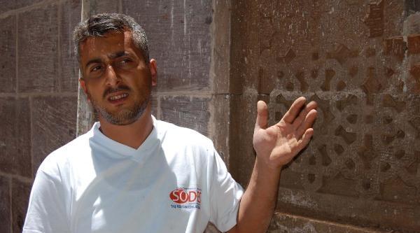 Bitlisli Taş Ustası Tarihi Eserleri Süslüyor