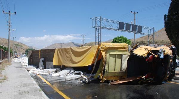 Bitlis'te 2 Trafik Kazasında 4 Kişi Yaralandı