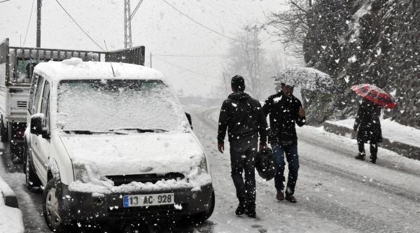 Bitlis'te 54 Köy Yolu Kardan Kapandı