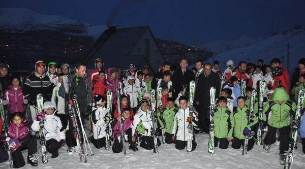 Bitlis'te 625 Çocuğun Kayak Takimi Sevinci