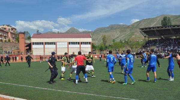 Bitlis'te Amatör Maçta Kavga: 3 Futbolcu Yaralandı