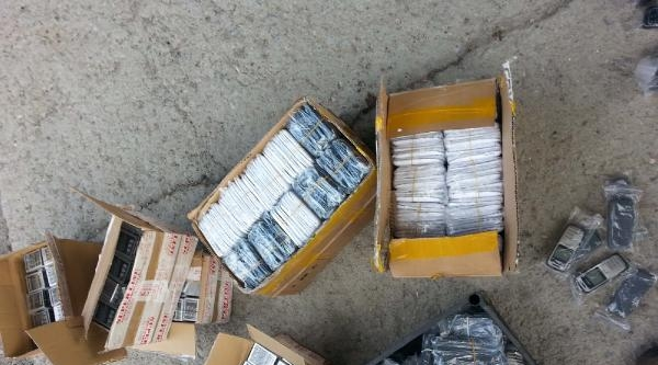 Bitlis'te Kaçak Cep Telefonu Ve Kamera Operasyonu