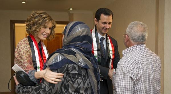'bıyıksız' Esad, Öğretmenleri Kabul Etti
