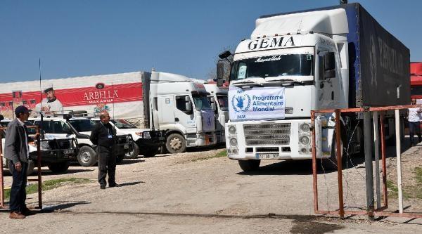 Bm'nin Suriye'ye Gönderdiği Yardım Tır'ları Nusaybin'de Bekletiliyor