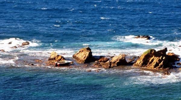 Bodrum Açiklarindaki Kayaliklarda Esrarengiz Sürat Teknesi