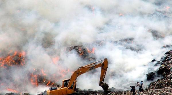 Bodrum Çöplüğünde Korkutan Yangın (2)