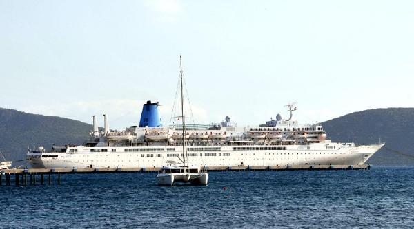 Bodrum'a Denizden Sezonun İlk Turisti Geldi