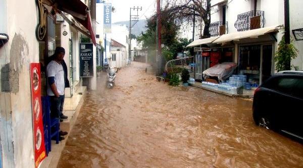 Bodrum'Da Beklenen Yağiş Rüzgarla Geldi