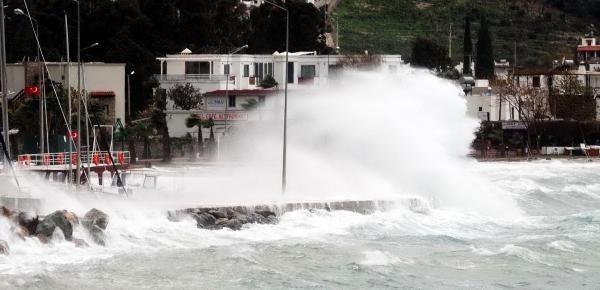 Bodrum'da Fırtına Ve Sağanak Yağış