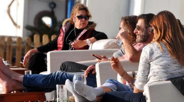 Bodrum'da Güneş Yüzünü Gösterdi Turistler Sahile Koştu