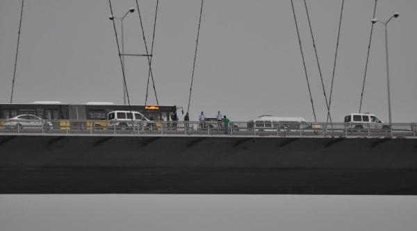 Boğaziçi Köprüsü'ndeki İntihar Girişimi Trafiği Felç Etti