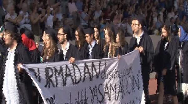 Boğaziçi Üniversitesi Mezuniyet Törenine Protesto Pankartları Damgasını Vurdu