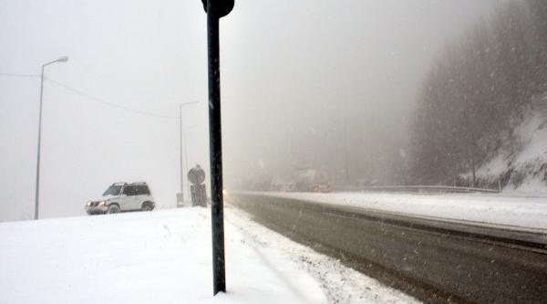 Bolu Daği'nda Kar Yağişi Ulaşimi Etkiledi (4)
