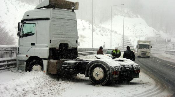 Bolu Daği'nda Yoğun Kar Yağişi (3)
