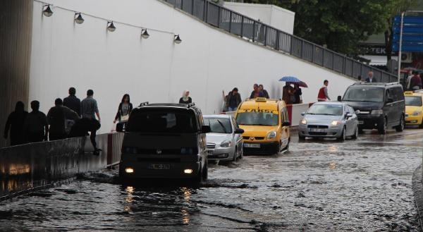 Bolu'da 20 Dakikada Metrekareye 13 Kilo Yağmur Düştü
