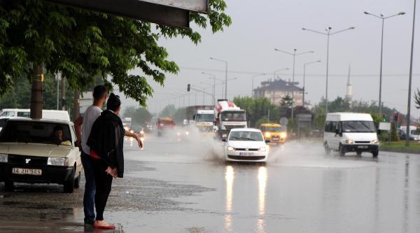 Bolu'da Yağmur Etkili Oldu