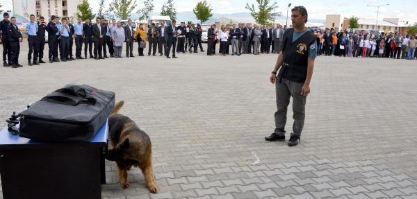Bomba Arama Köpeği 'raja'dan Öğrencilere Şov