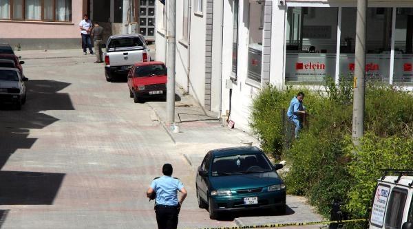 Bomba Korkutmadı, Otomobilinin Derdine Düştü
