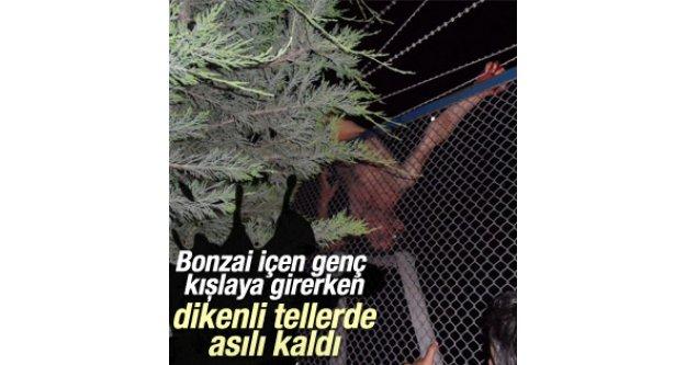 Bonzai içen genç kışlaya girerken dikenli tellere sıkıştı.