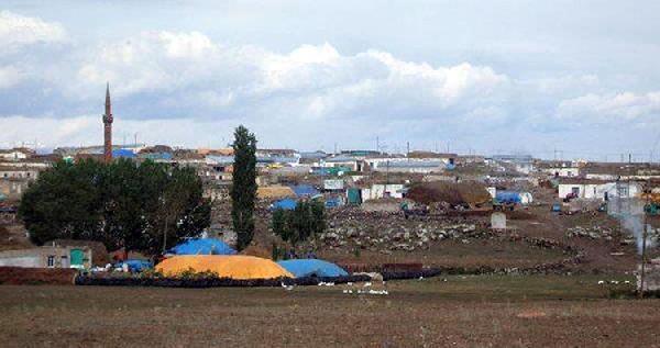 Boşanma Davasi Açan Eşini Köy Minübüsünde Öldürdü