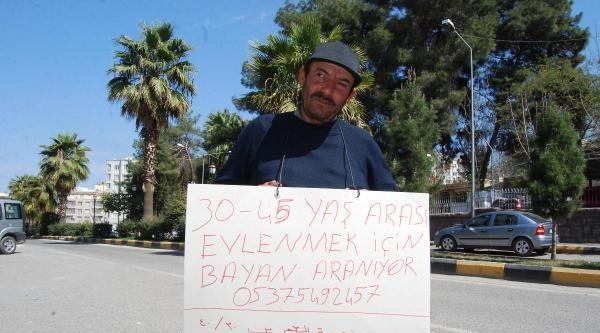 Boynuna Türkçe Ve Arapça Yazılı Kağıt Asarak Eş Arayışına Gözaltı