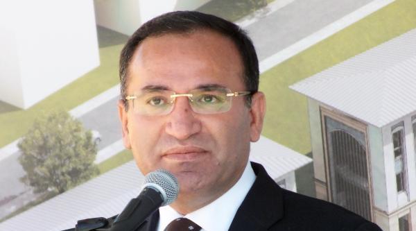 Bozdağ: Türk Milleti Google'den Öğrendiği Bir Adaya Cumhurbaşkanlığı Sıfatı Vermez