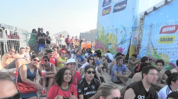 Brezilya'daki Binlerce Taraftar, Almanya-portekiz Maçını Dev Ekranlardan İzledi Haberinin Ek Fotoğrafları