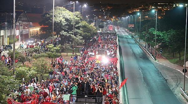 Brezilyalılar Dünya Kupası Öncesi Yolları Kesti