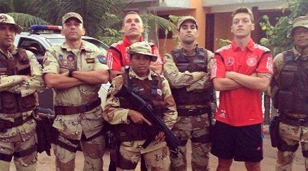 Brezilyalılardan Özil Ve Podolski'ye Tepki