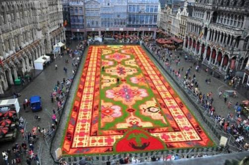 Brüksel'deki dev Uşak Halısı