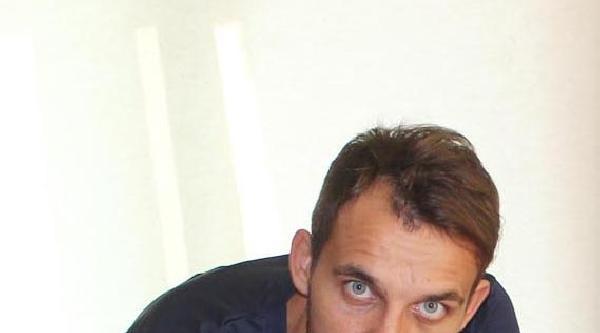 Bucaspor İskender'le İmzaladi, Fotoğrafı