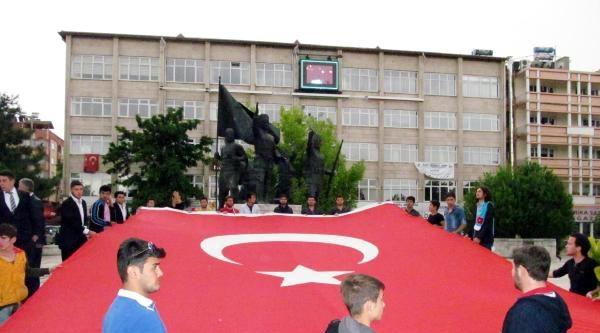 Burdur'da Bayrak Tepkisi