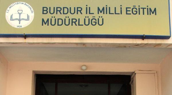 Burdur'da, Eğitimcilerden Siyah Çelenkli Protesto