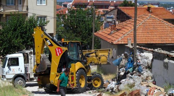 Burdur'da Evden 5 Kamyon Çöp Çikti