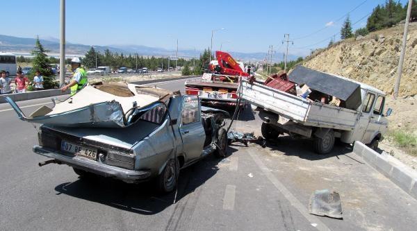 Burdur'da Kaza: Aynı Aileden 6 Yaralı