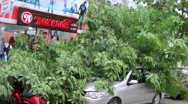 Burdur'da Kuvvetli Yağış Ve Fırtına