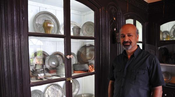 Bürokrasiye Tepki Gösterip Müzeyi Satışa Çikardi