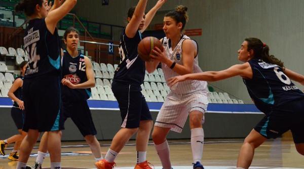 Bursa Büyükşehir-Reis Gida Kastamonu Basketbol: 71-35